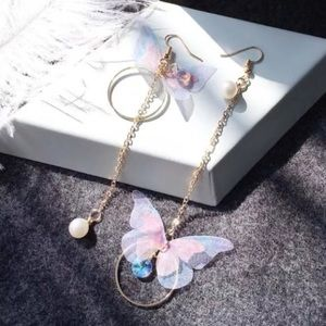 Jewelry - ARRIVED! Asymmetrical Pearl Butterfly Earrings